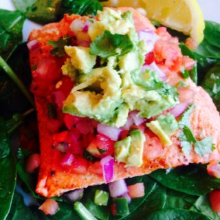 Southwest Salmon Salad {21 Day Fix} | Recipe from ConfessionsOfAFitFoodie.com