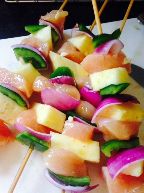 Pineapple Chicken Skewers are a 21 Day Fix approved meal that's perfect for spring or summer grilling! | Confessions of a Fit Foodie