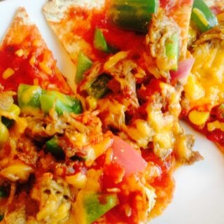 Pork Enchiladas Flatbread Pizza - a quick and easy 21 Day Fix approved comfort food meal. | Confessions of a Fit Foodie