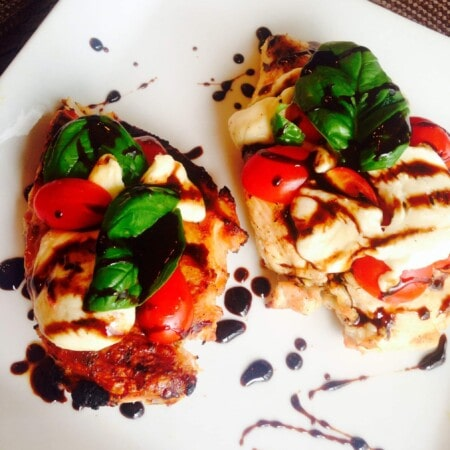Easy Caprese Chicken - a 21 Day Fix approved dinner recipe on ConfessionsOfAFitFoodie.com