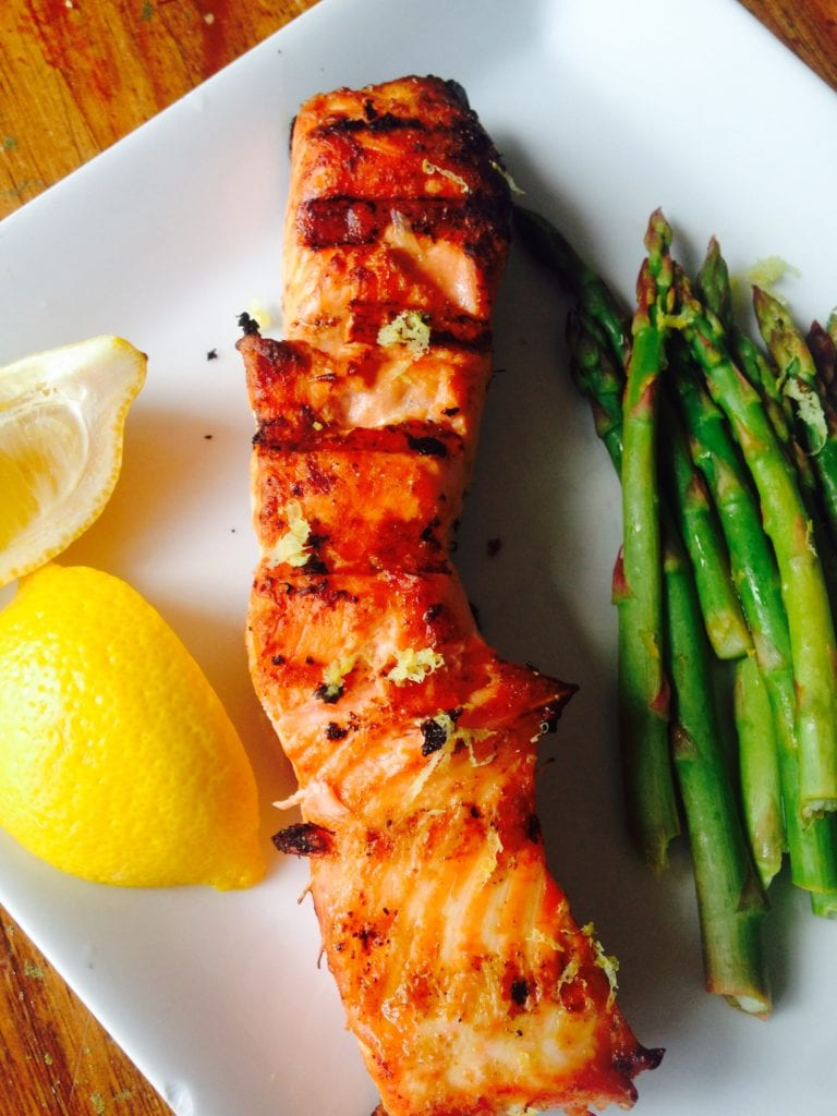 Simple Lemon Grilled Salmon - a healthy 21 Day Fix approved dinner recipe from Confessions of a Fit Foodie