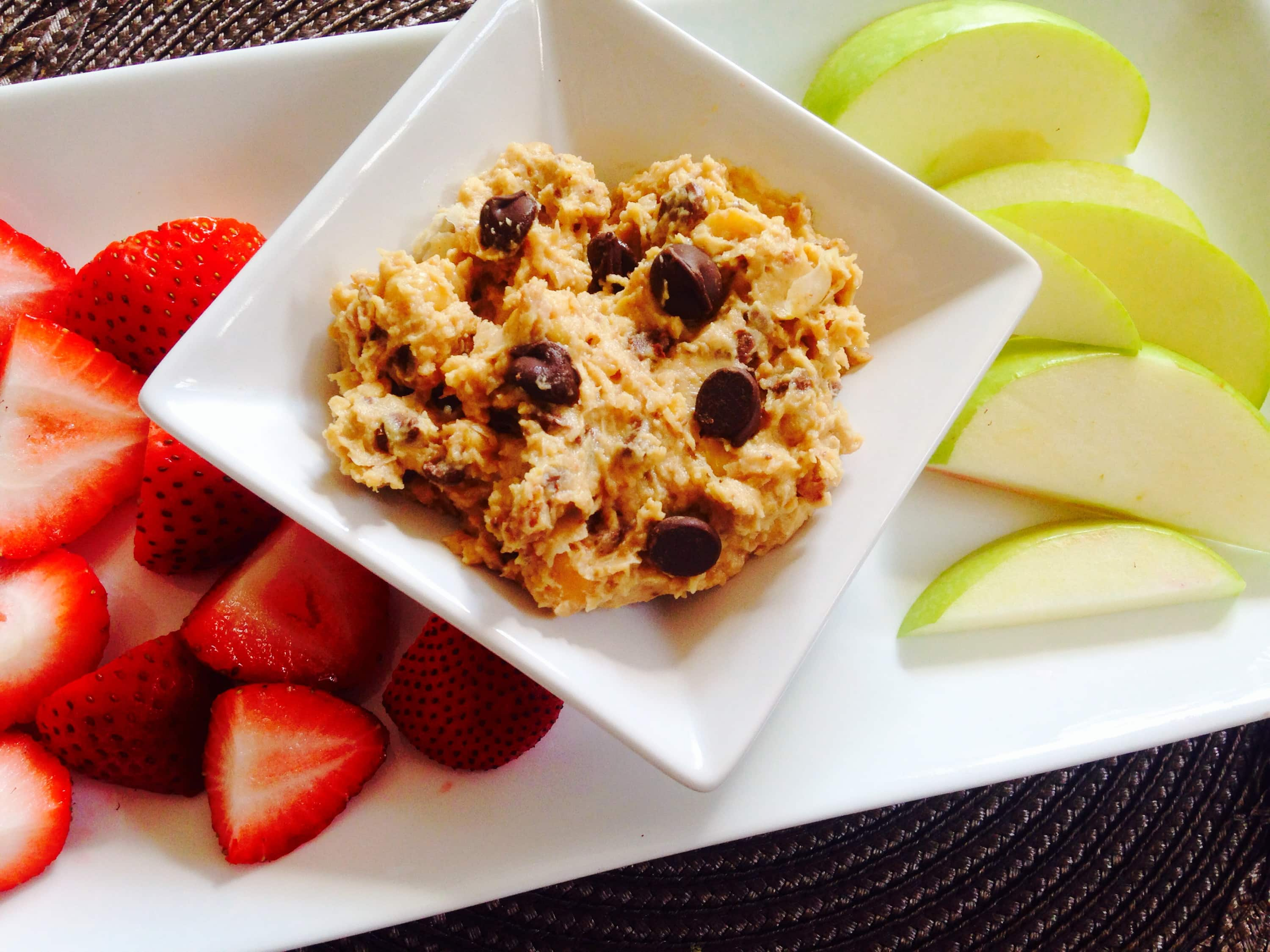 Cookie Hummus Dip is a 21 Day Fix approved healthy treat! Recipe on ConfessionsOfAFitFoodie.com