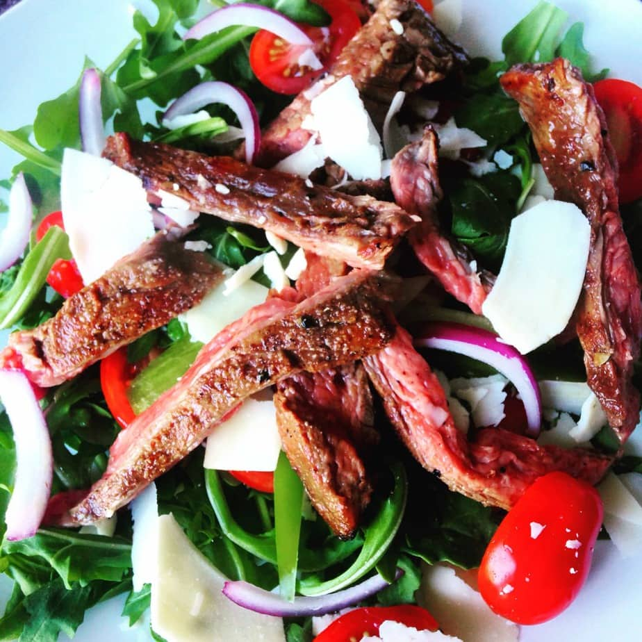 Flank Steak with Arugula and Parmesan Cheese - a 21 Day Fix approved recipe on ConfessionsOfAFitFoodie.com