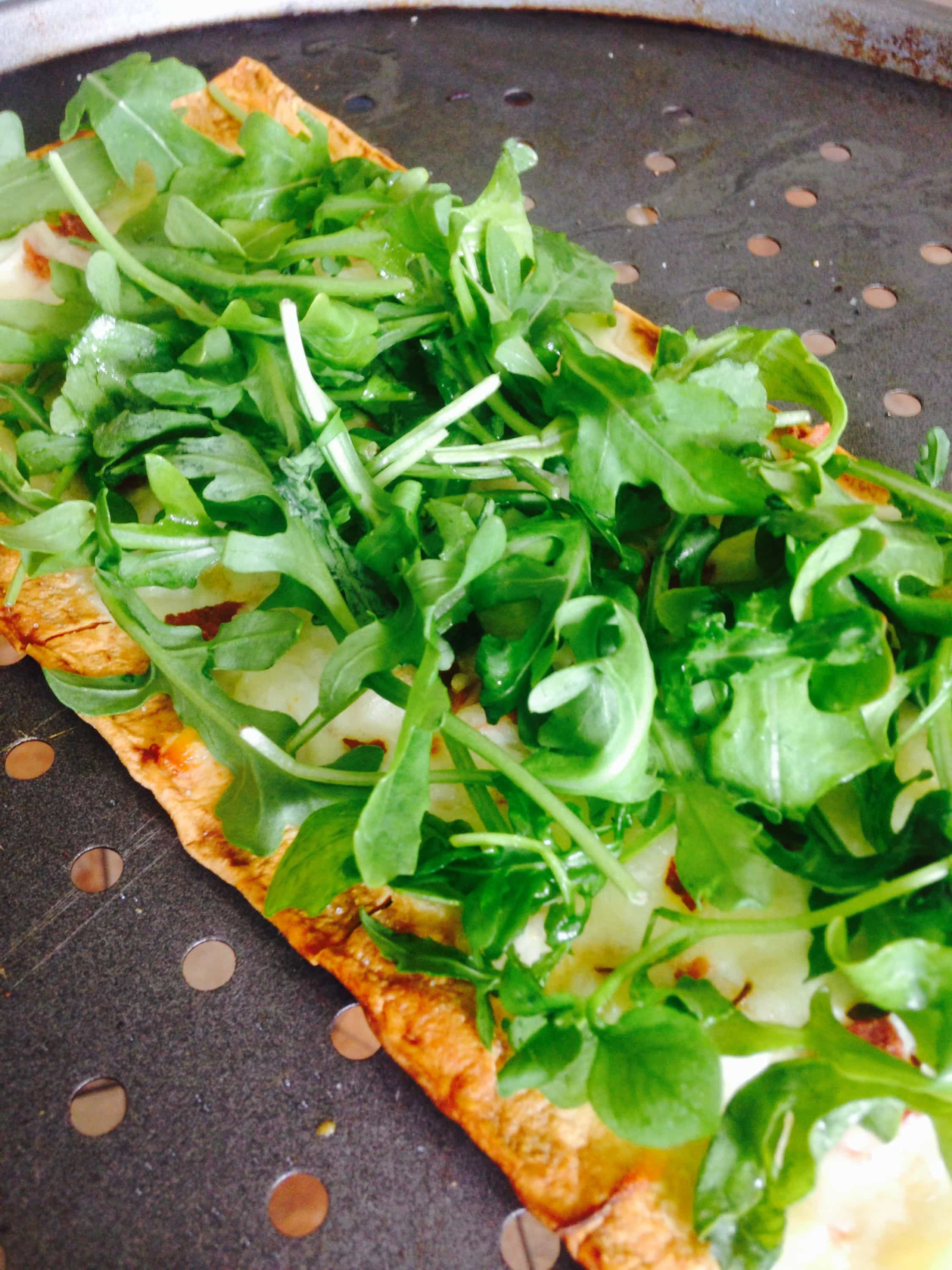 3-Cheese White Pizza with Arugula - a 21 Day Fix approved pizza recipe, on ConfessionsOfAFitFoodie.com