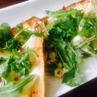 3-Cheese White Pizza with Arugula {21 Day Fix}