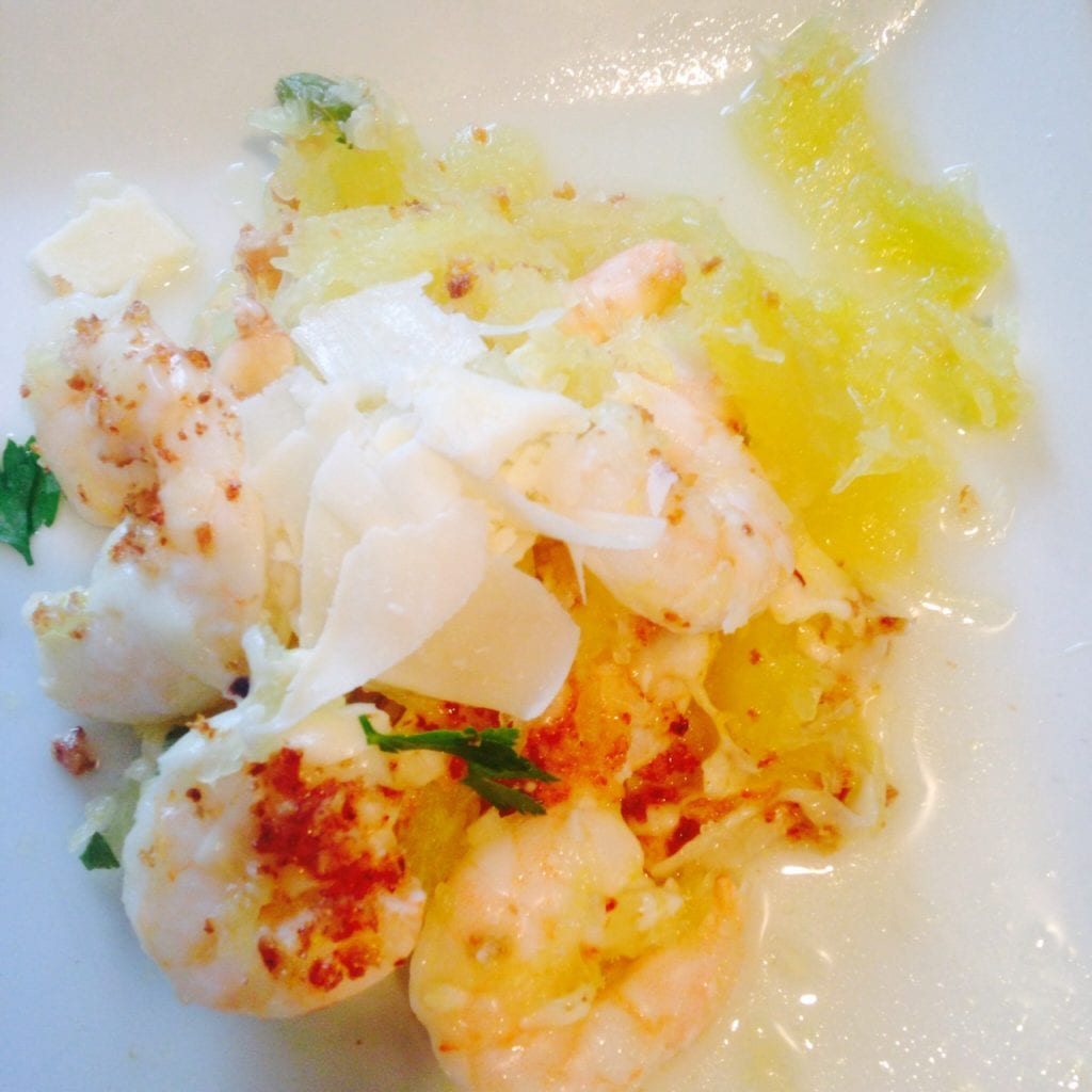 Spaghetti Squash Shrimp Scampi {21 Day Fix} \ Recipe on ConfessionsOfAFitFoodie.com