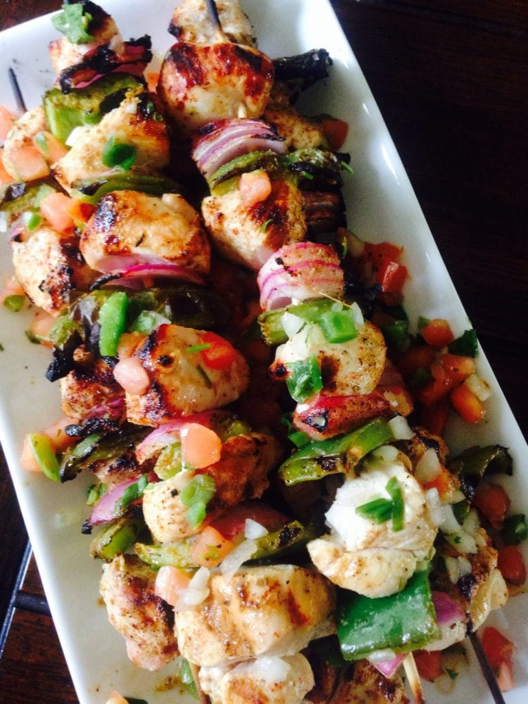 Southwest chicken skewers - a 21 Day Fix approved recipe - on ConfessionsOfAFitFoodie.com