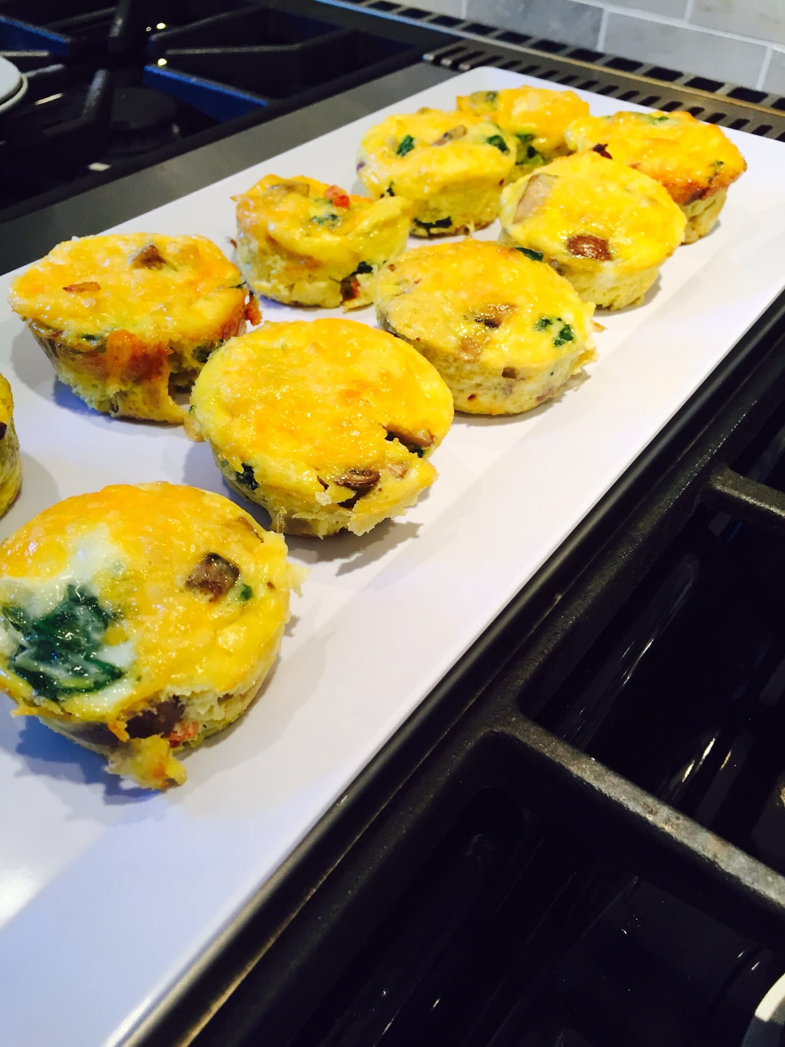 Cheesy Bacon Breakfast Bites - a 21 Day Fix approved breakfast recipe \\ Confessions of a Fit Foodie