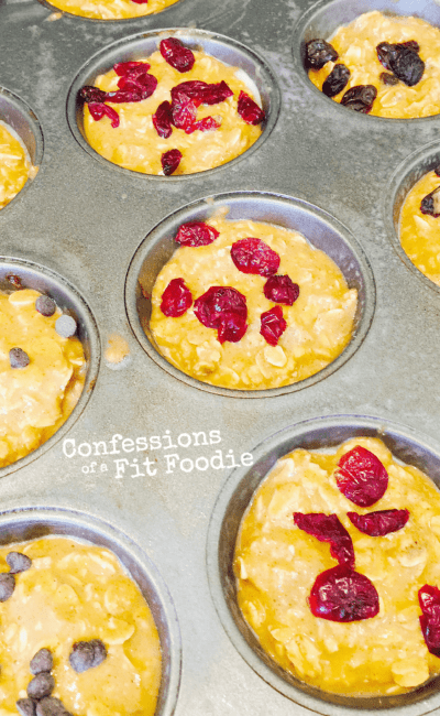 Baked Pumpkin Oatmeal Muffins - These healthy muffins are a 21 Day Fix Recipe from Confessions of a Fit Foodie