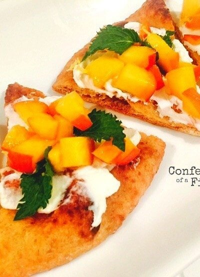 Peachy naan flatbread makes for the perfect 21 Day Fix game day appetizer, lunch, dinner, or afternoon treat!