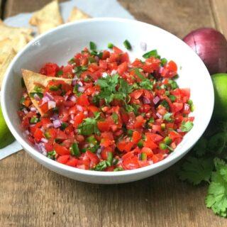 21 Day Fix Homemade Salsa | Copy Cat Chipotle Pico de Gallo