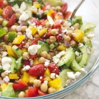 Easy Gluten-free Mediterranean Chickpea Salad | 21 Day Fix | Weight Watchers | 2B Mindset
