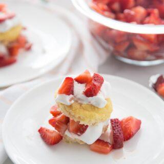 Healthy Strawberry Shortcake | 21 Day Fix, Weight Watchers, Dairy-free, Gluten-free