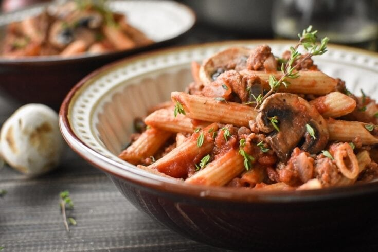 Pasta with Sherry-Mushroom Meat Sauce {21 Day Fix} | The Foodie and The Fix